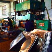 安徽500吨不锈钢水箱成型液压机工作现场