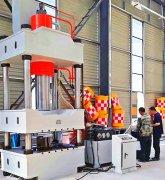 定制500吨四柱液压机发货现场